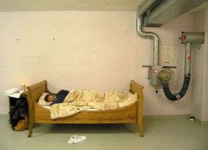 Un simple catre y un sueño profundo. Para dormir no hacen falta lujos.